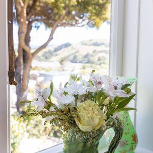 Beaufort House Akaroa - Fyfe Room - flowers at the window