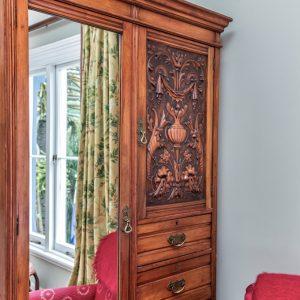 Beaufort House akaroa - Nalder Room wardrobe